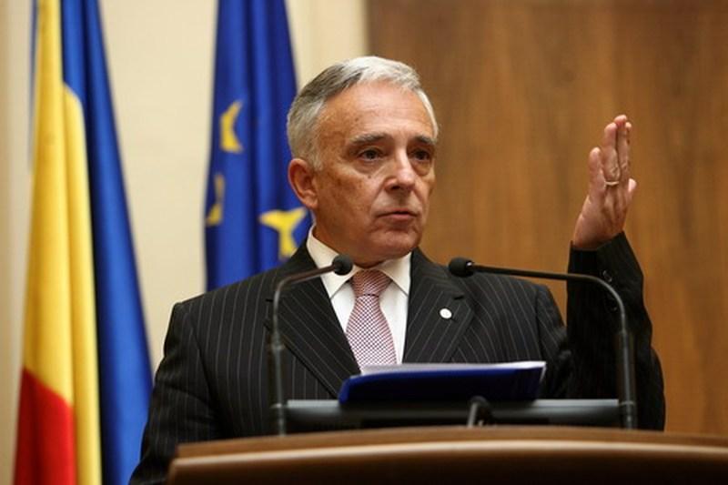 Guvernatorul Bancii Nationale, Mugur Isarescu, vorbeste despre disfunctionalitatile de pe piata monetara, in cadrul unei conferinte de presa sustinuta in Bucuresti.