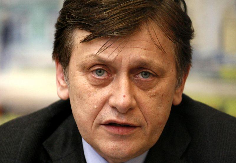 Crin Antonescu, presedinte PNL sustine o conferinta de presa la sediul PNL Timis, in Timisoara