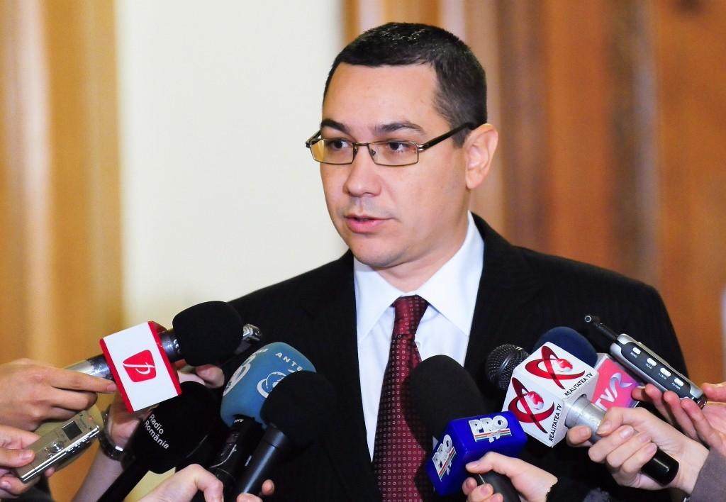 Presedintele PSD, Victor Ponta face declaratii la finalul intalnirii dintre liderii PNL, PSD si PC pentru discutii pe tema initierii si depunerii motiunii de cenzura, la Palatul Parlamentului, in Bucuresti