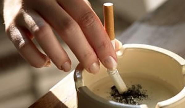 OMS: Tutunul provoacă decesul a peste jumătate dintre persoanele care fumează cu regularitate
