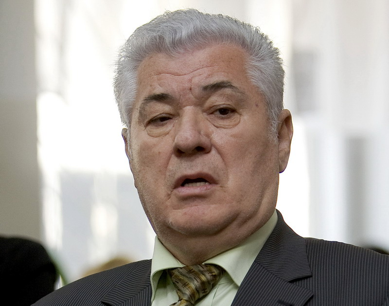 După ce a pus umărul la învestirea noului guvern, Voronin vrea multe instituții sub controlul comuniștilor